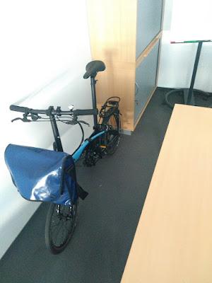 Tern LInk im Büro (Gründe für ein Faltrad)