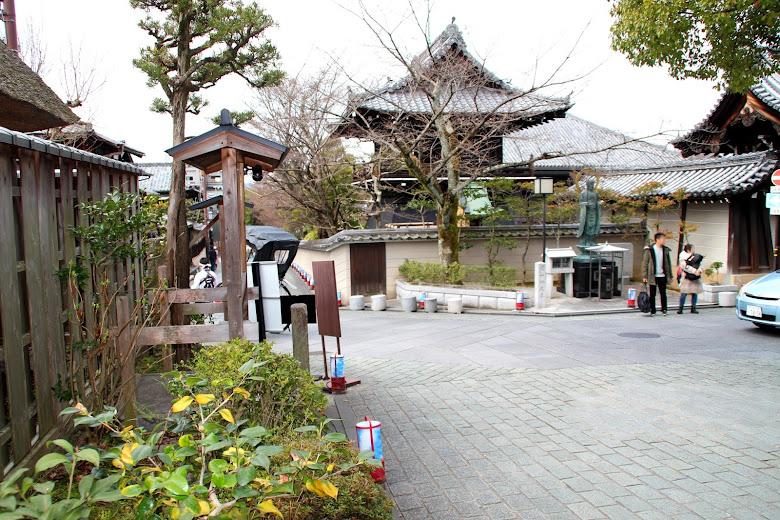 岡本祇園店外頭