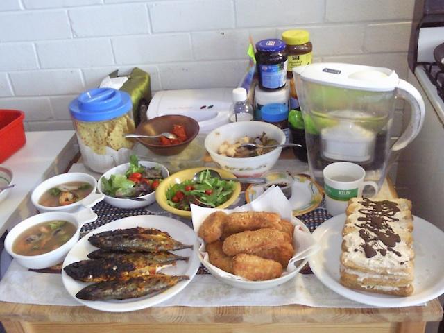 http://1.bp.blogspot.com/-qgP3GM9Xu5Q/ToaDICyoOiI/AAAAAAAAByQ/ZomHb0vWZMQ/s1600/makanan.jpg