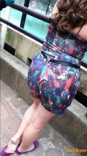 Mujeres curvas usando ropa pegada zoológico