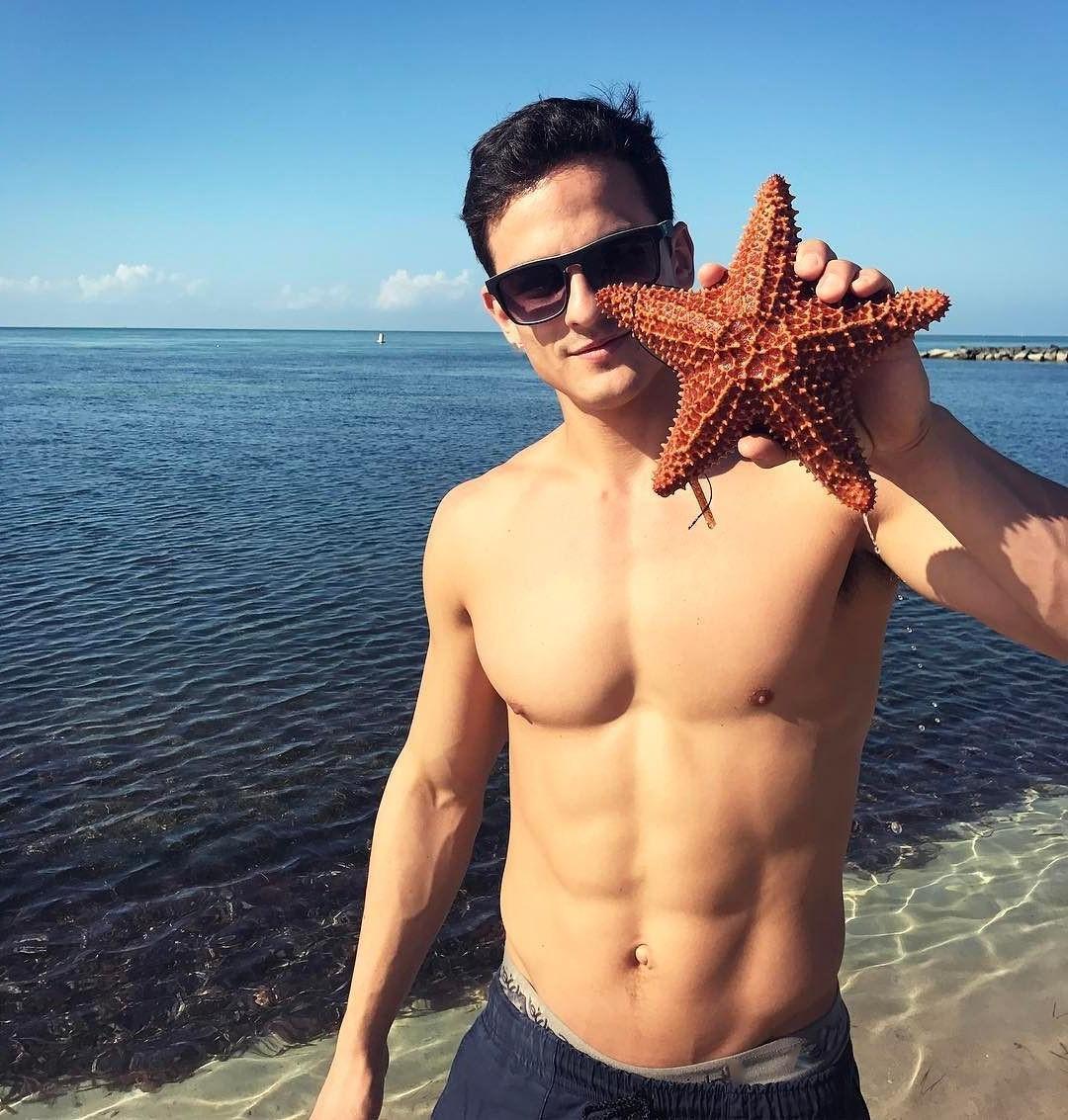 hot-shirtless-guy-sunglasses-real-beautiful-sea-star