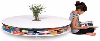 Diseño de mesa innovadora con espacio para guardar libros