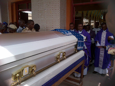 1 Pictures from the burial of Segun Arinzes mother in law