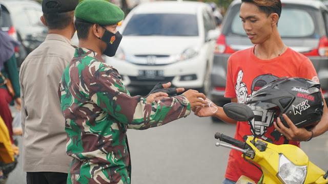 Kodim 1011/Kuala Kapuas Melaksanakan Monitoring Prokes