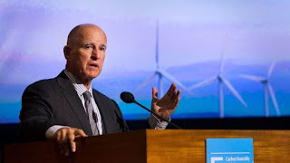 California Gov. Jerry Brown addresses the University of California Carbon and Climate Neutrality Summit in San Diego. (Credit: Howard Lipin / San Diego Union-Tribune) Click to Enlarge.