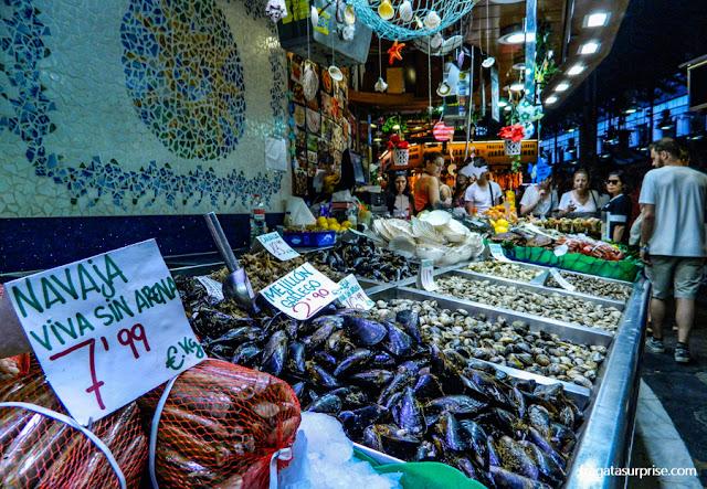 Barraca de frutos do mar no Mercado da Boqueria, Barcelona