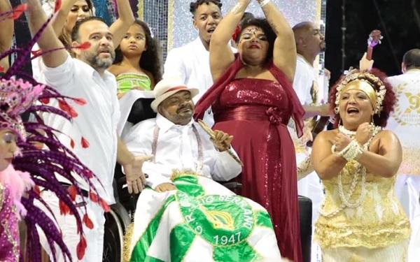 Arlindo Cruz, desfila pela X-9 Paulistana no Carnaval de SP (Foto: Reprodução/Rafael Cusato/Ed. Globo)