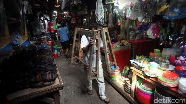 Kritik Menyasar Anies Setelah Corona Merebak di Berbagai Pasar