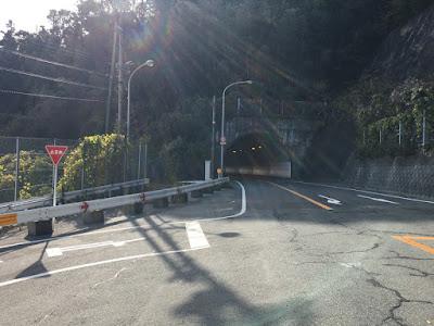 たけのこ岩トンネル