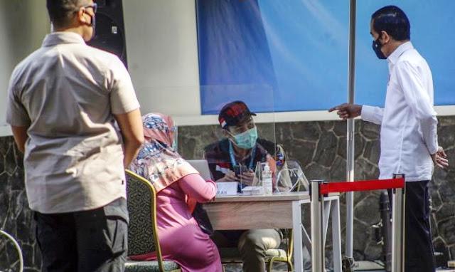 Daripada Bikin Gaduh, Jokowi Akhirnya Gratiskan Vaksin Untuk Seluruh Warga