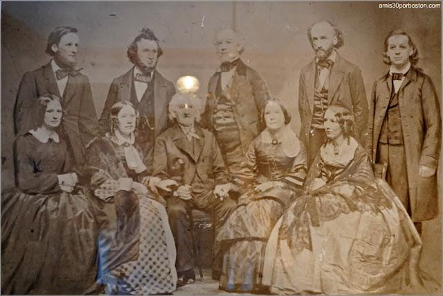 Foto de la Familia en la Casa Museo de Harriet Beecher Stowe en Hartford, Connecticut