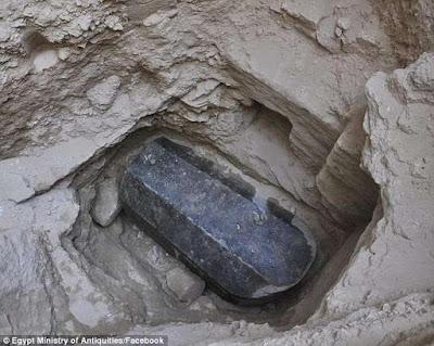 Το Μυστήριο του μεγαλύτερου φέρετρου της Αλεξάνδρειας: Σαρκοφάγος από γρανίτη μήκους 9 ποδιών και ηλικίας πάνω από 2.000 ετών