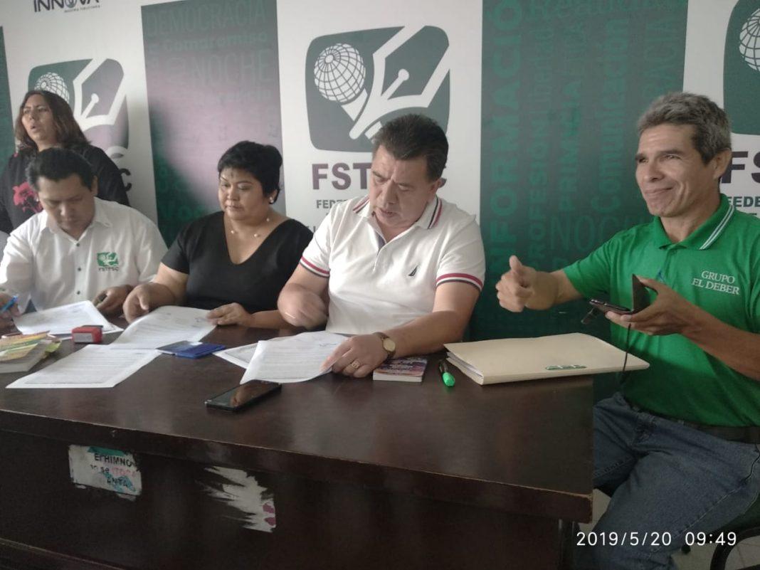 Arancibia en conferencia de prensa en la sede gremial de la FSTPSCZ / RRSS