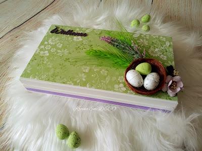 Wiosenna zieleń na wielkanocnym czekoladowniku