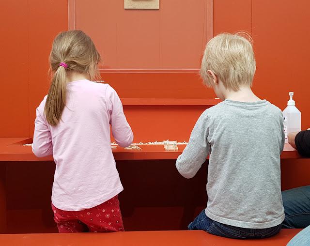 Unsere 11 besten Ausflugstipps für die Ostseeküste Nordjütlands. Kinder und Familien finden im Museum Kunsten in Aalborg tolle Anregungen und zahlreiche Ausstellungen, bei denen der Besuch lohnt.