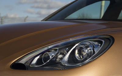 2016 Porsche Macan S front headlight