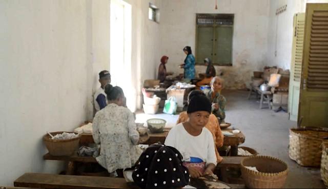Heritage Trail di Pabrik Rokok Sintren Gombong