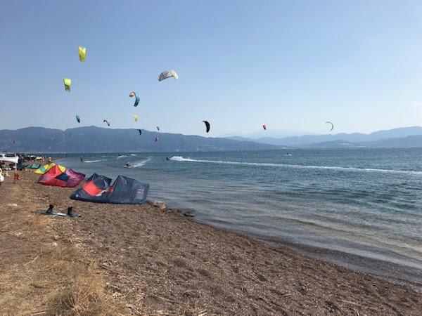 Ράχες: Βεβαιώθηκαν παραβάσεις για μη τήρηση μέτρων ασφαλείας στο kite surf
