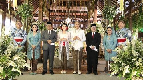 Mahfud Unggah Foto Pernikahan Tanpa Prokes, Netizen: Kasih Contoh yang Benar Pak!