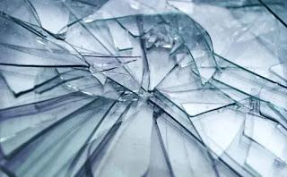 تفسير مشاهدة الزجاج المكسور في حلم المتزوجة