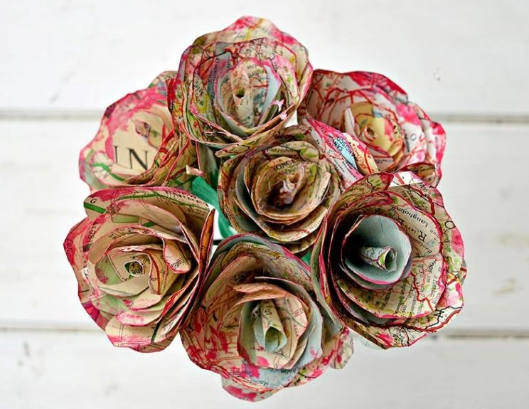 These map roses are a great DIY Valentine's gift for your sweetheart