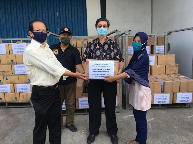 Grup Ikan Asin Kapuk Bagikan 2 Ribu Paket Sembako ke Warga