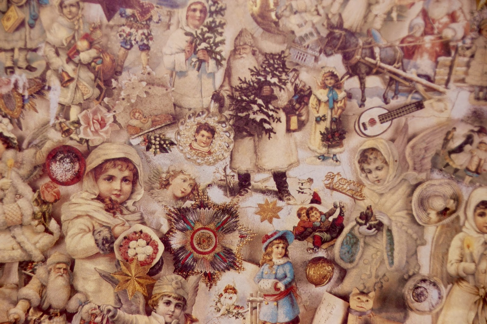 THE FRENCH HUTCH: IT\'S BEGINNING TO LOOK A LOT LIKE CHRISTMAS