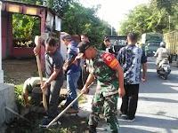 Personel Koramil 03/SS Bersama Masyarakat Gelar Gotong Royong Dalam Rangka Menyambut HUT RI Ke-74