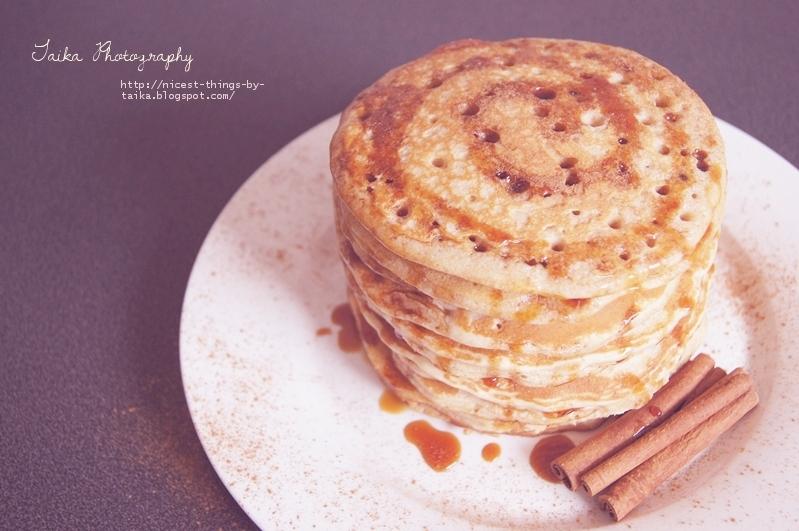 Pfannkuchen Stapel mit Zimt und Karamell
