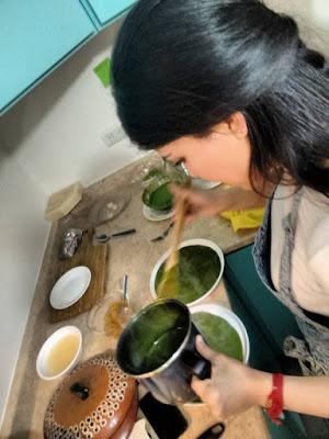 La chef Gabriela Ruiz aplicando la fórmula de Verde Tabasqueño en una versión innovadora. Fue presentada en Culinary Institute of America durante su primer masterclass.