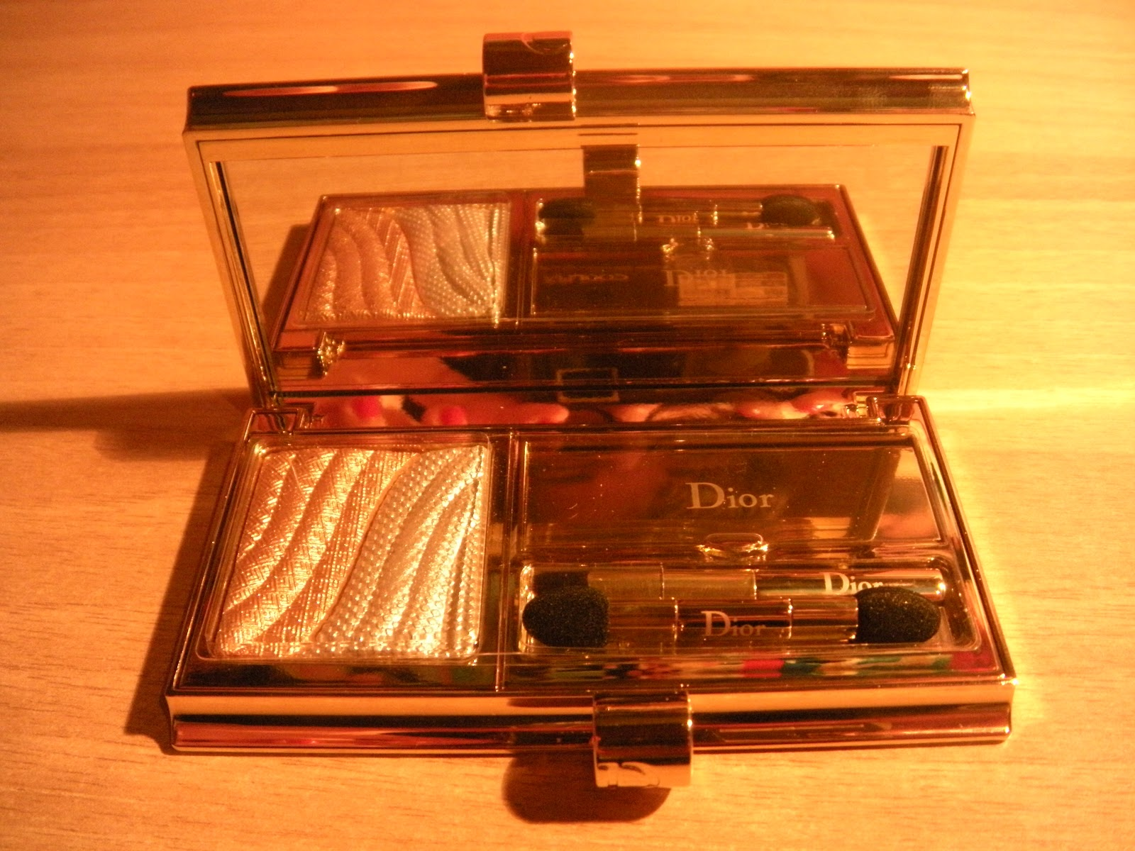 Carnet de maquillage dior grand bal si aprano le danze wordpress - Riflessi in uno specchio scuro ...