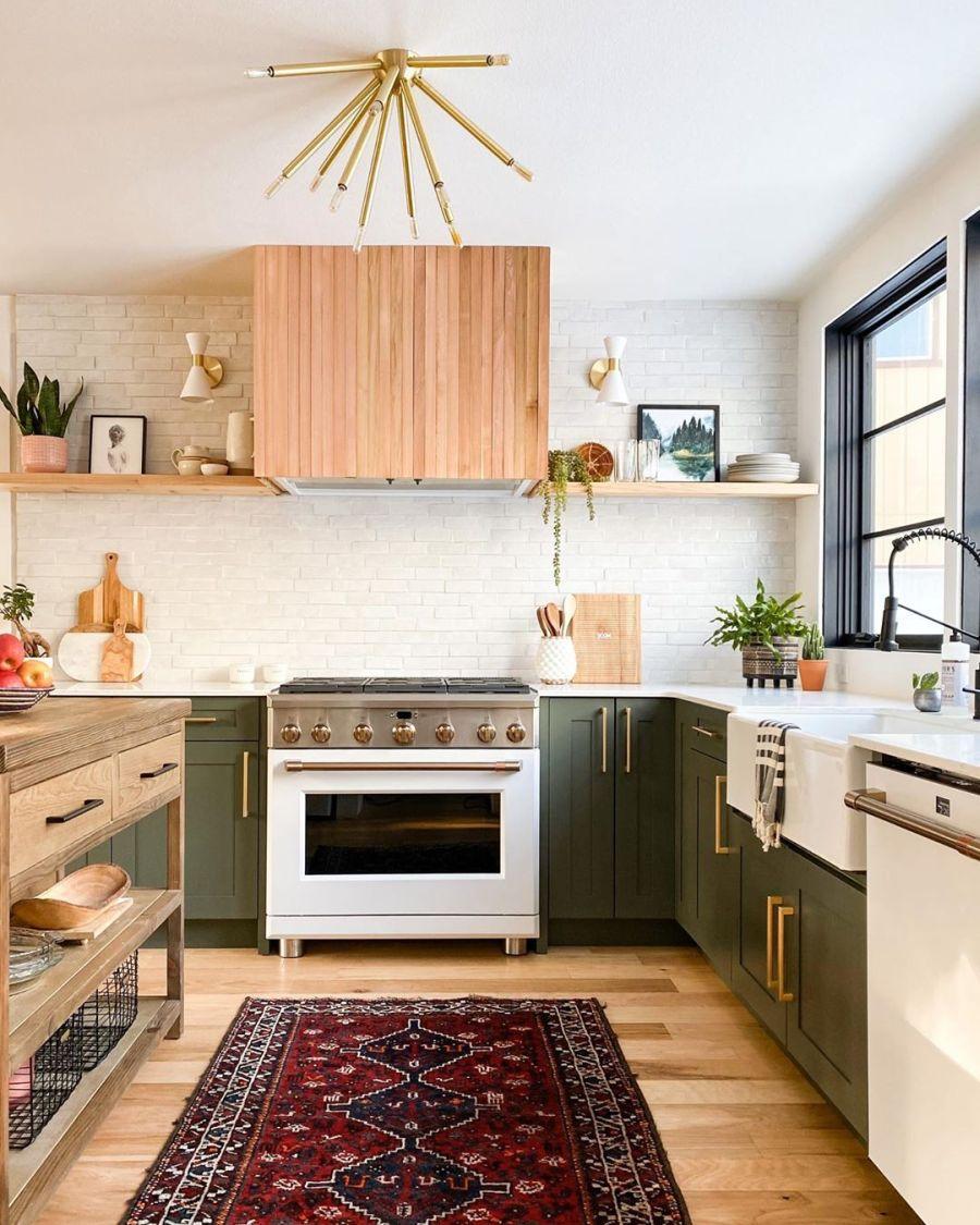 Dom wypełniony światłem, wystrój wnętrz, wnętrza, urządzanie domu, dekoracje wnętrz, aranżacja wnętrz, inspiracje wnętrz,interior design , dom i wnętrze, aranżacja mieszkania, modne wnętrza, home decor, styl klasyczny classy style, styl Hamptons, open space, otwarta przestrzeń, otwarty plan, kuchnia, kitchen, otwarta kuchnia, meble kuchenne, wyspa kuchenna