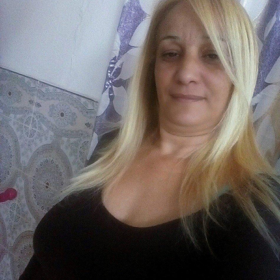 مغربية 52 سنة مطلقة تبحت عن زواج عرفي