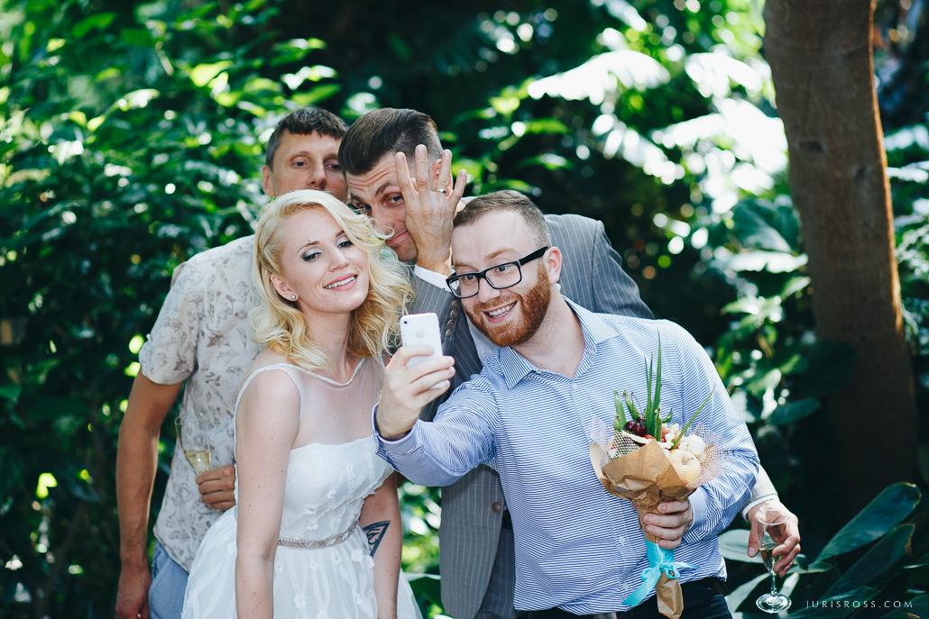 selfijs kāzās