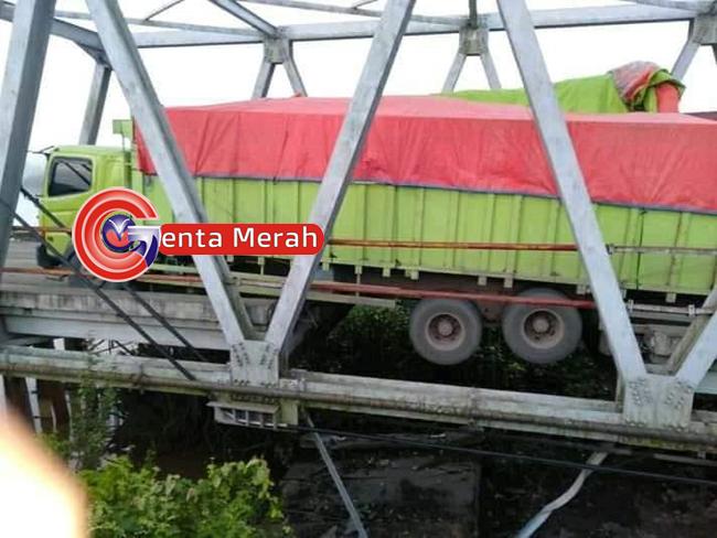 Jembatan Penghubung Lampung-OKI Amblas, Jalur Lintas Timur Lumpuh