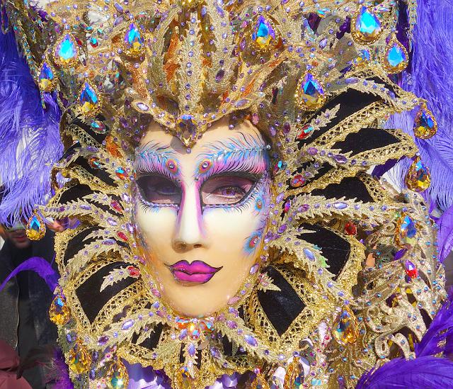 Nejhezčí maska Benátského karnevalu, karneval benátky 2018, benátky průvodce, kam v benátkách, co vidět v benátkách, benátky památky, benátky historie, jak se najíst v benátkách, kde se najíst v benátkách, co ochutnat v benátkách, kam v benátkách na víno, kam v benátkách na aperol spritz, zažijte benátky jako místní