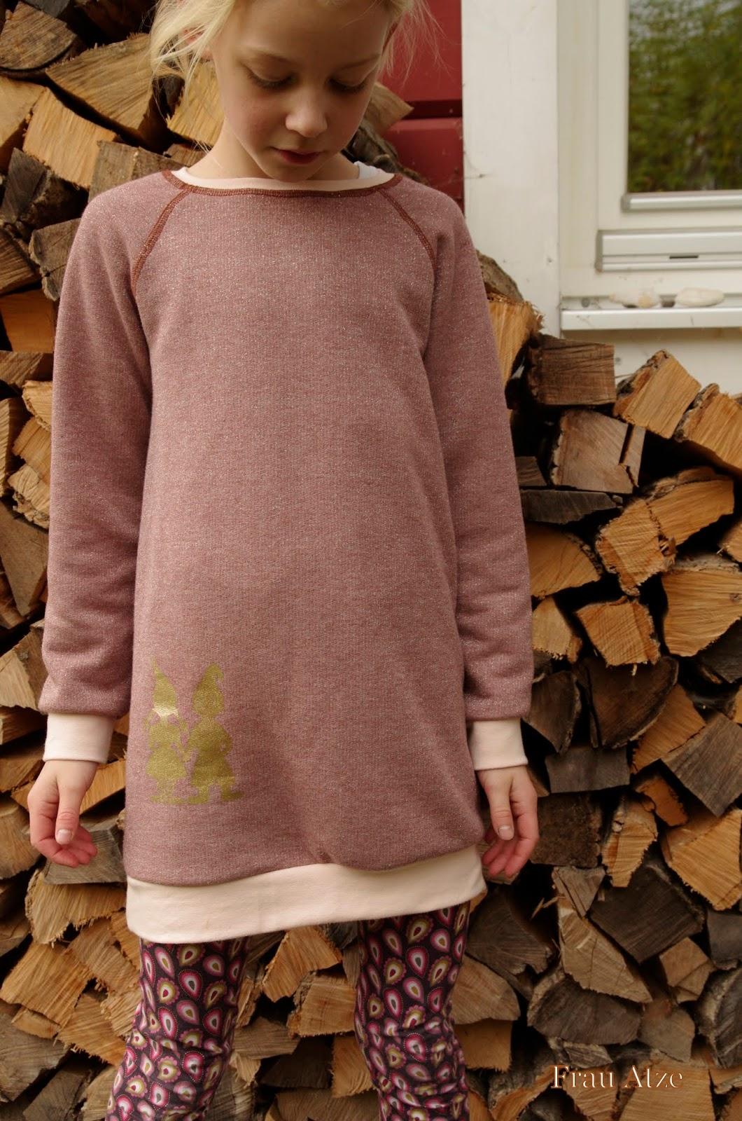 Frau Atze: Ich kann auch schlichter - Sweatkleider aus Glitzersweat