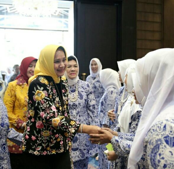 Ketua Tim Penggerak PKK Provinsi Lampung Ibu Riana Sari Arinal membuka Musyawarah Daerah (Musda) – VI Ikatan Wanita Pengusaha Indonesia (IWAPI) Provinsi Lampung