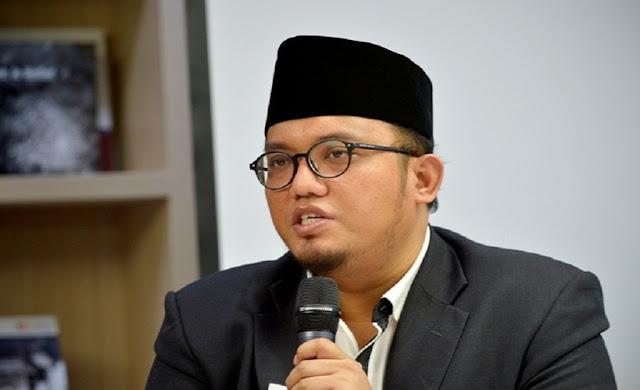 Viral Jokowi Naik KRL, Dahnil: Penuh Kepalsuan