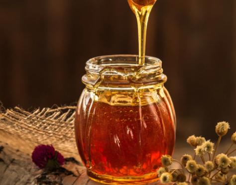 Πωλούνται 80 δοχεία μέλι πευκόρεικο στην Άρτα