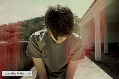 quase perfeito, menino pensando tumblr