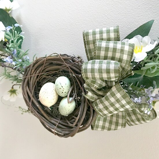 Easy 30 Minute Embroidery Hoop Easter Wreath