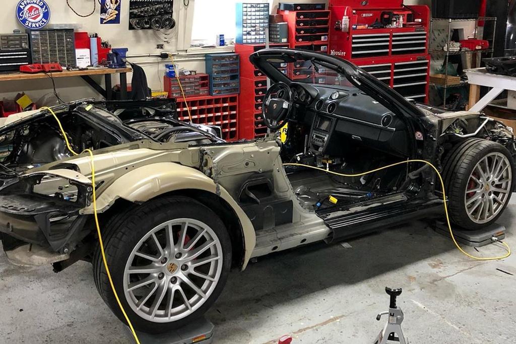 Thợ độ biến Porsche Boxster thành siêu xe triệu USD
