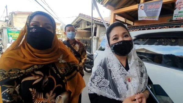 Titik Soeharto-Camelia Malik Hadiri Resepsi Pernikahan Putri Habib Rizieq