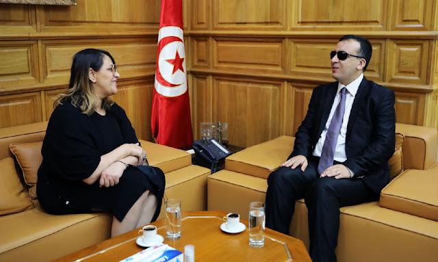 وزير الثقافة يستقبل الفنانة أمينة فاخت