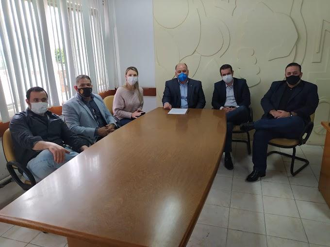 Vice-prefeito Dr. Levi recebe visita da deputada Fran Somensi: na pauta, o projeto Farmácia Solidária