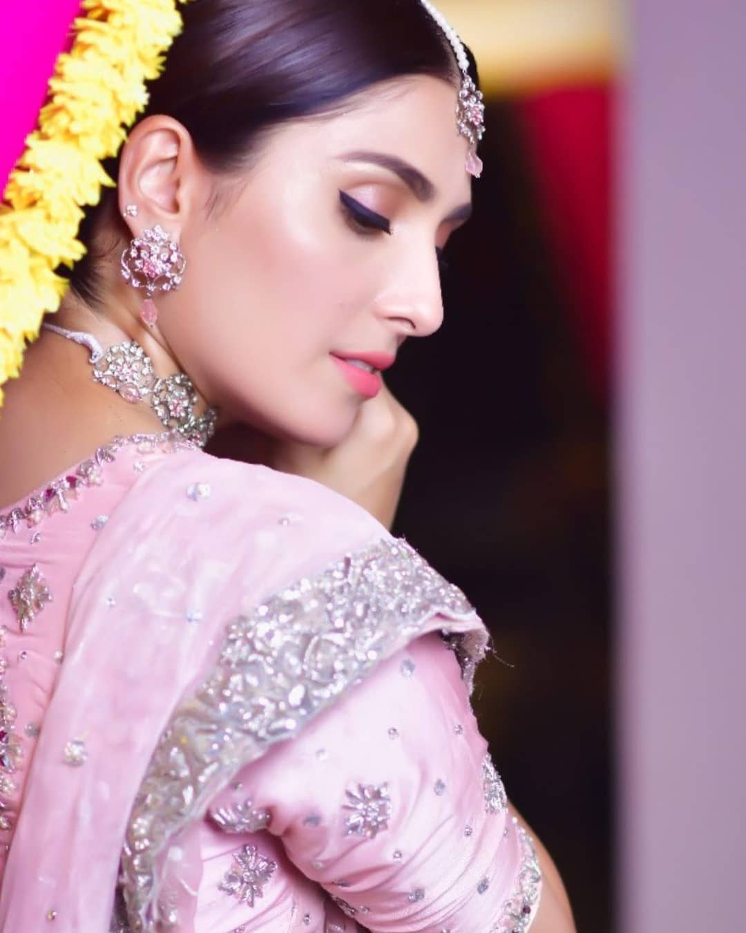 Stunning Pictures of Ayeza Khan in Pink on Eid Day