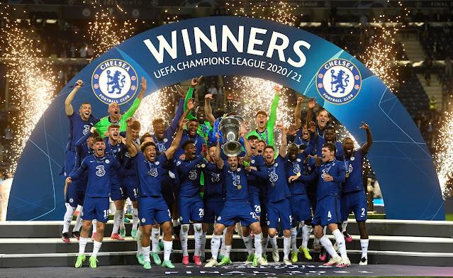 Chelsea players lift Champions League trophy