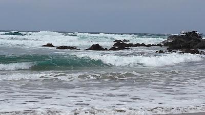 Lanzarote, plaża Orzola, fale, ocean, Hiszpania, urlop w Hiszpanii, wakacje na Wyspach Kanaryjskich