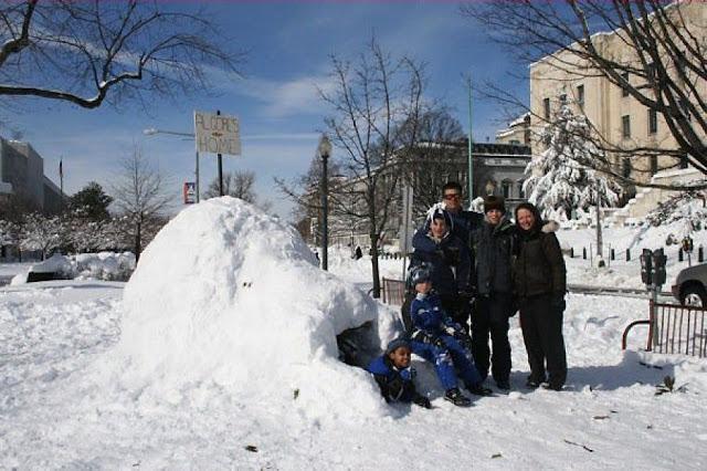 Crianças americanas fizeram um iglu em Washington para ser novo lar do senador alarmista Al Gore